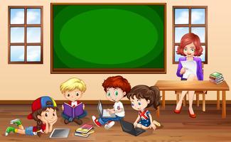 Niños haciendo trabajo en grupo en el aula.