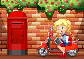 Liten tjej och motorcykel på trottoaren
