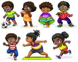Crianças africanas participando de diferentes atividades