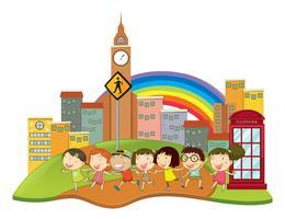 Lyckliga barn i staden