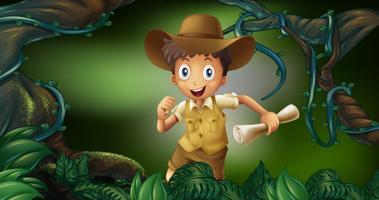 Garotinho segurando o mapa na floresta