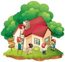 Kinder bauen ein kleines Haus