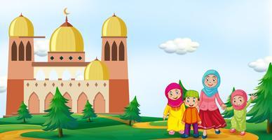 Família muçulmana na frente da mesquita