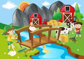 Dos niños y muchos animales en la granja.