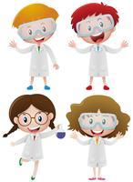 Kinder im Wissenschaftskleid und in den Schutzbrillen