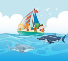 Kinder segeln und Haie schwimmen