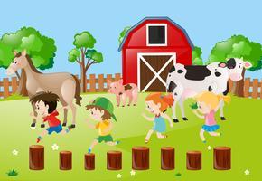 Escena de la granja con niños corriendo en el campo