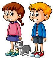 Två glada barn med grå katt