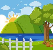 Hintergrundszene mit Bergen und See