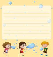 Plantilla de papel con niños jugando burbujas