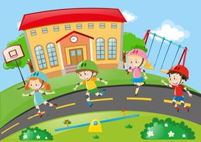 Kinder Rollschuhlaufen auf der Straße