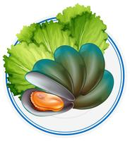 Gekookte mossel en groente op plaat
