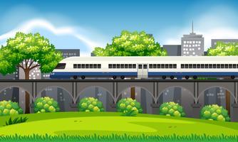 Un tren en escena de la ciudad.