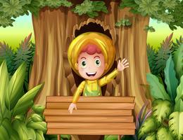 Ragazzo con impermeabile nel bosco