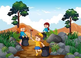 Bambini che puliscono una pista da trekking vettore