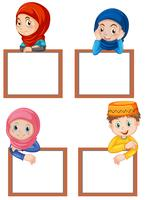 Een reeks moslimkinderen en een leeg bord
