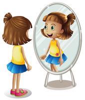 Kleines Mädchen, das im Spiegel betrachtet