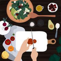 Skivar en tomat för en sallad