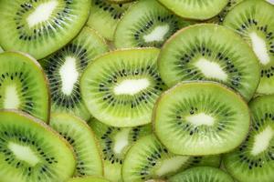 Geen-Kiwi schneidet Tapete