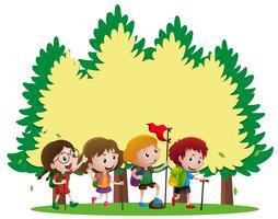 Grenzschablone mit den Kindern, die wandern