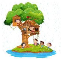 Barn som leker i trädgården på ön