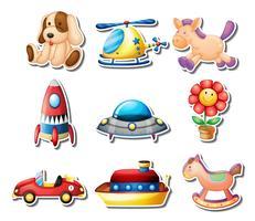 Viele Spielwaren auf weißem Hintergrund