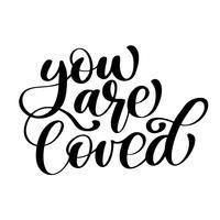 fras Du är älskad på Alla hjärtans dag Handtecknad typografi bokstäver isolerad på den vita bakgrunden. Rolig penselbläck kalligrafi inskription för vinterhälsningsinbjudningskort eller tryckdesign