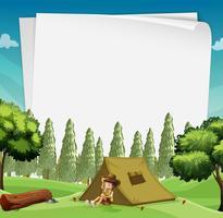 Disegno di carta con l'uomo in campeggio nei boschi