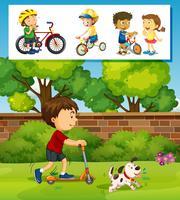 Junge, der Roller im Park spielt