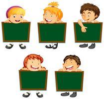 Feliz, crianças, segurando, verde, tábuas