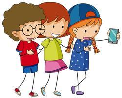 Gelukkige kinderen die selfie met telefoon nemen