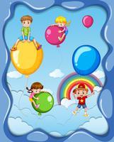 Muchos niños y globos de colores en el cielo.