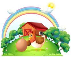 Una gallina y un huevo cerca de la casa de madera.