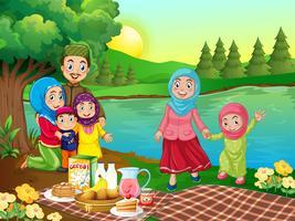 Um piquenique da família muçulmana na natureza