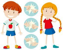 Enfants jouant du papier ciseaux rock