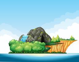 Escena de la naturaleza con cueva y cascada en la isla.