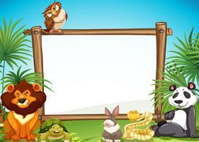 Grenztemplae mit wilden Tieren im Hintergrund