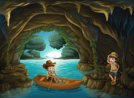 Uma menina e um menino na caverna