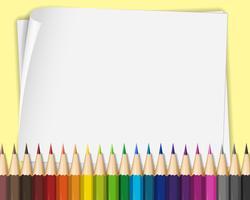 Papel en blanco con lápices de colores