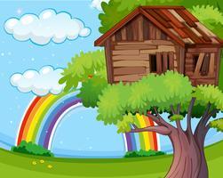 Casa del árbol de madera en el parque