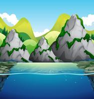 Natur scen med berg och sjö