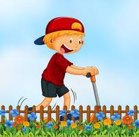 Un niño jugando kick schooter en el jardín