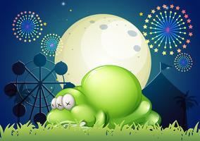 Un monstruo durmiendo en el carnaval.