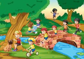 Crianças saindo no parque
