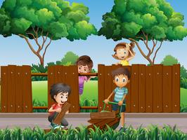Barn fixar staket i parken