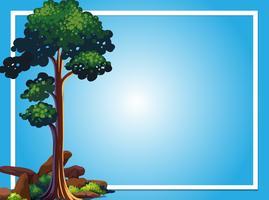 Rammall med grönt träd