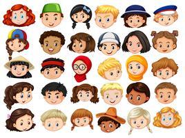 Faces diferentes de crianças felizes