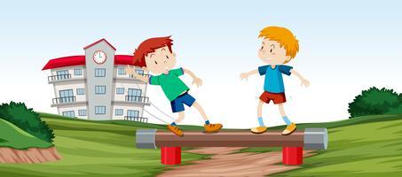 Niños jugando barra de equilibrio