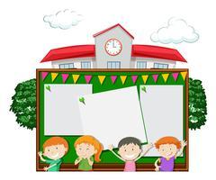 Plantilla de tablero con niños en la escuela