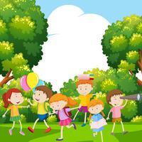 Meninos e meninas no parque